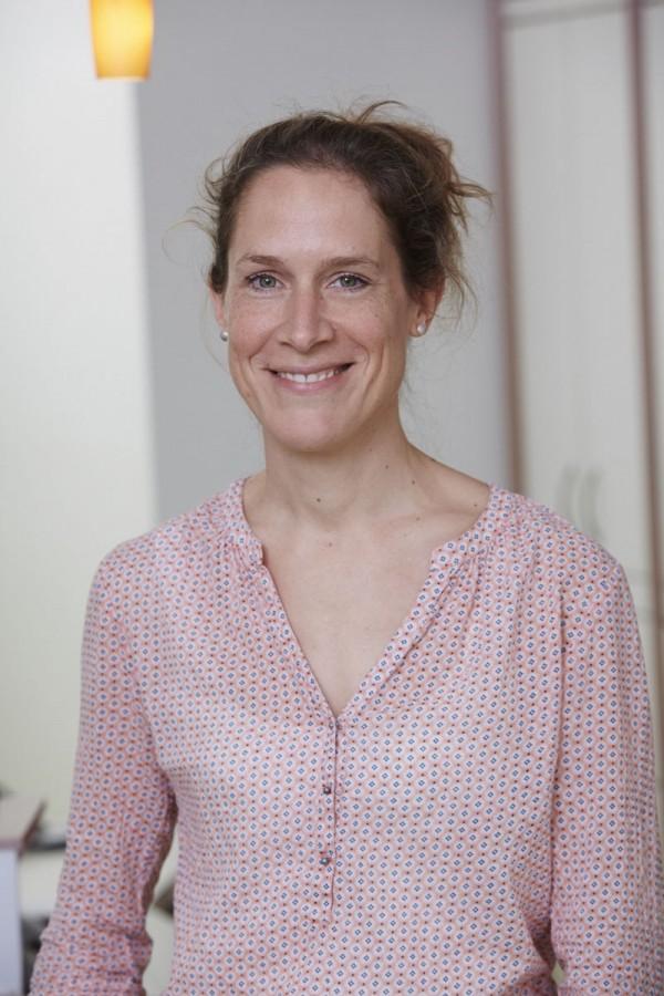 DR. MED. HELEN BURMESTER FACHÄRZTIN FÜR KINDER- UND JUGENDMEDIZIN, KINDERPNEUMOLOGIE, ALLERGOLOGIE, ASTHMATRAINERIN, NEURODERMITISTRAINERIN